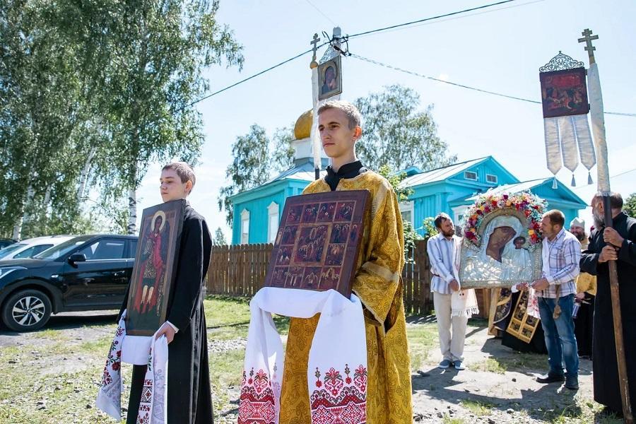 Старообрядцы подмосковного Шувое совершили крестный ход