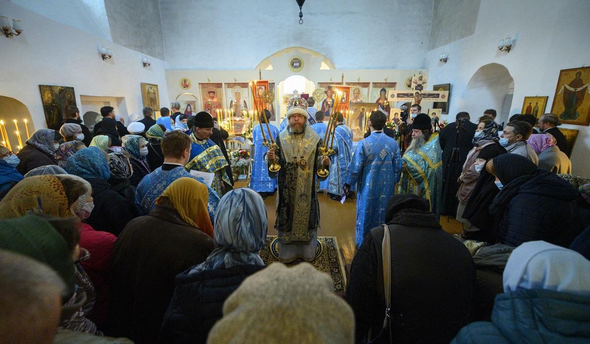 Митрополит РПЦ Тихон (Шевкунов) совершил первую за несколько веков архиерейскую литургию древнерусским чином
