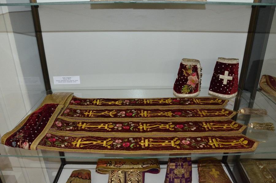 Выставка старинного шитья и облачения